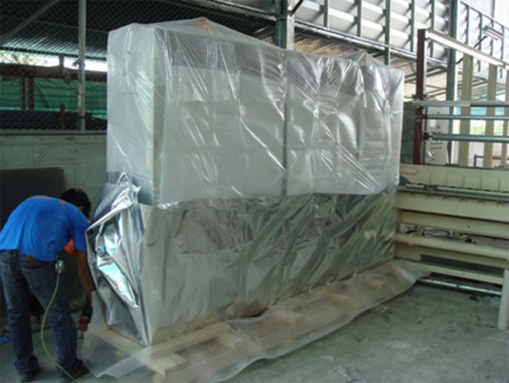 Panel packing with bubble protection and vacuum air seal.