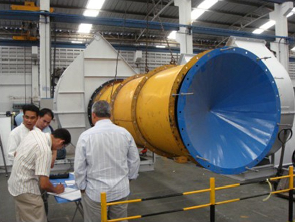 Mr. Inaldo inspection and test air flow for Dryer blower before shipping to Brazil.